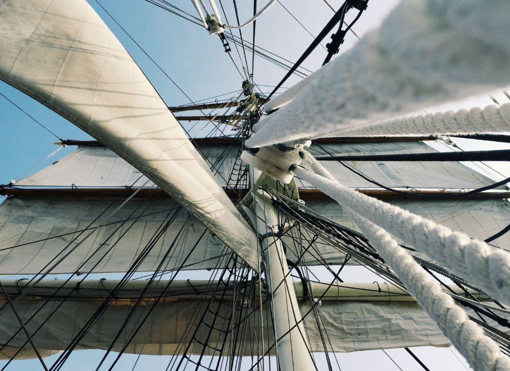 Cordages en chanvre sur un voilier type vieux gréement