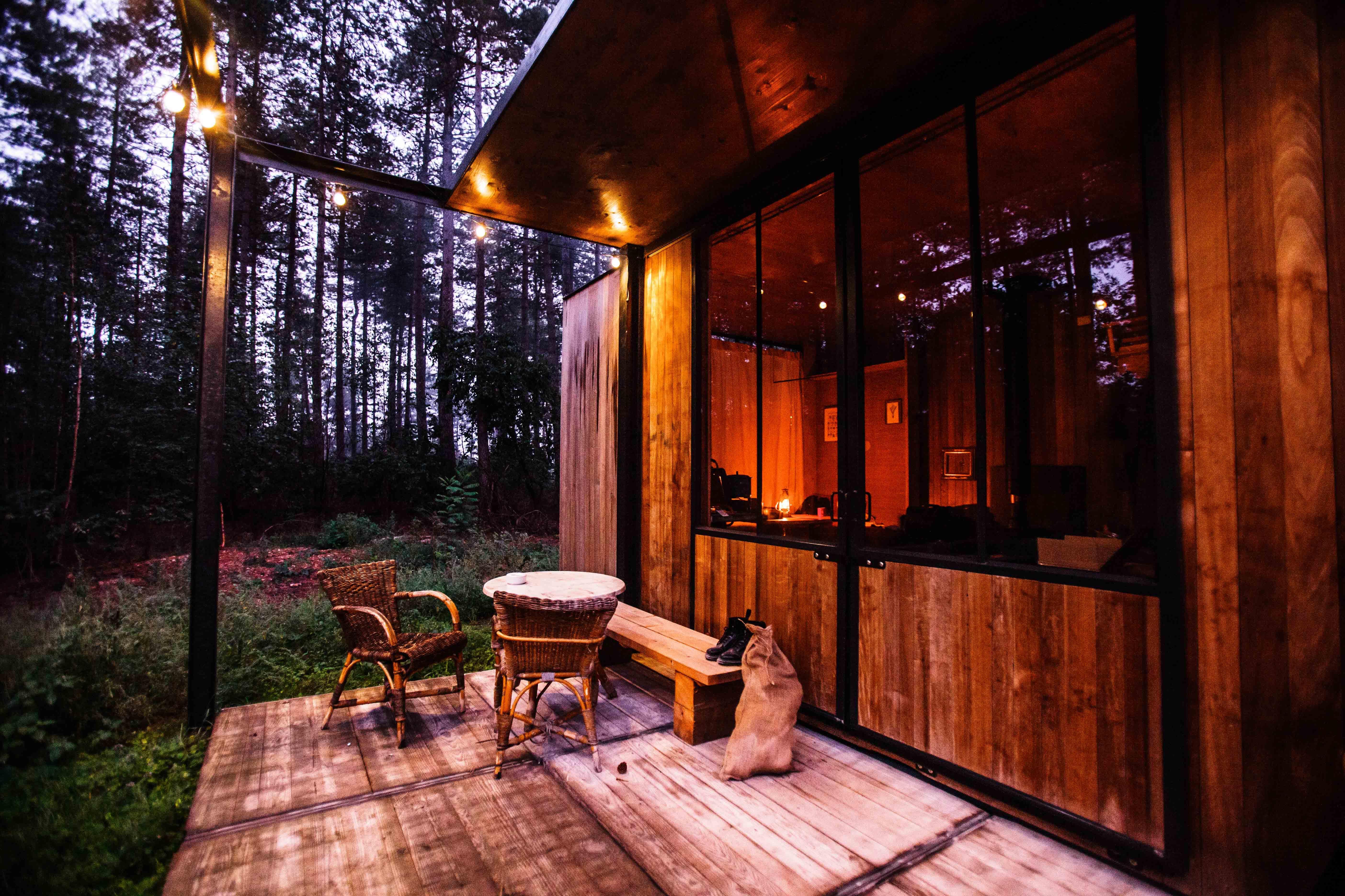terrasse en bois et chalet